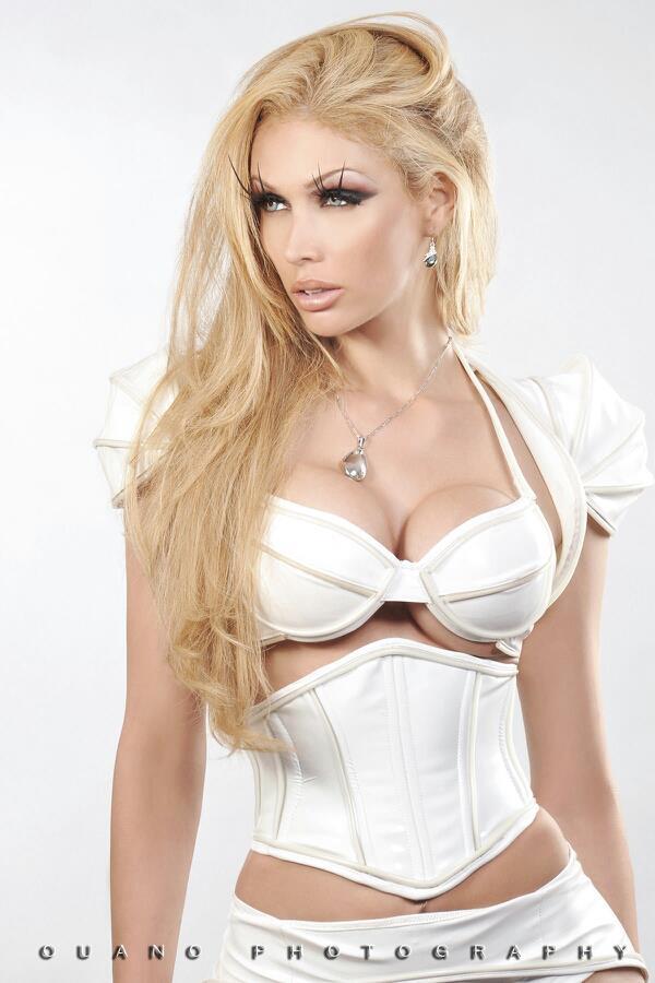 20 Celebrities You Had No Idea Were Transgender - Page 4 Of 21-8496